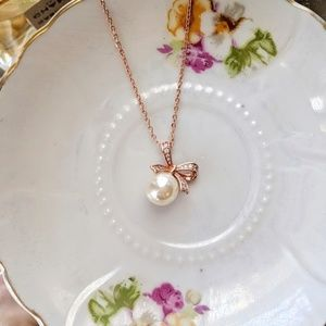 Rose gold coated pearl pendant necklace